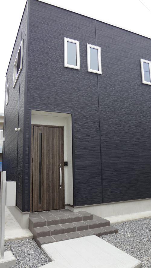 キレイな色と模様のスタイリッシュな外壁
